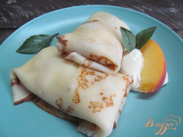 фото рецепта: Блины с творогом и персиком