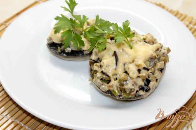 фото рецепта: Фаршированные шампиньоны баклажанами и перцем