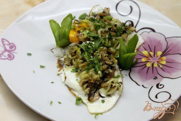 фото рецепта: Яичница с тушеными овощами на завтрак