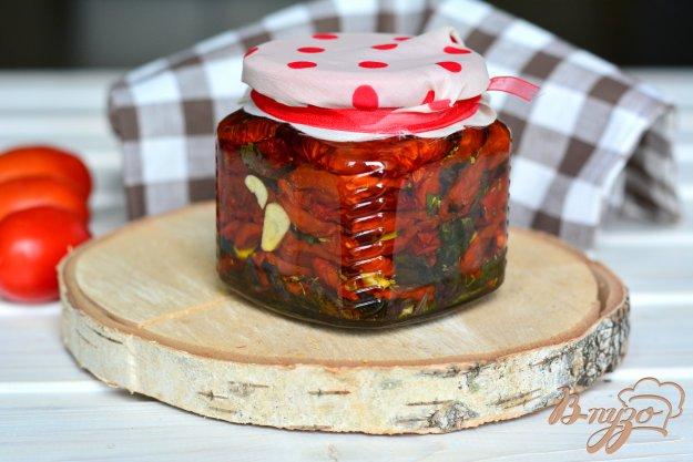фото рецепта: Вяленые томаты со свежим базиликом