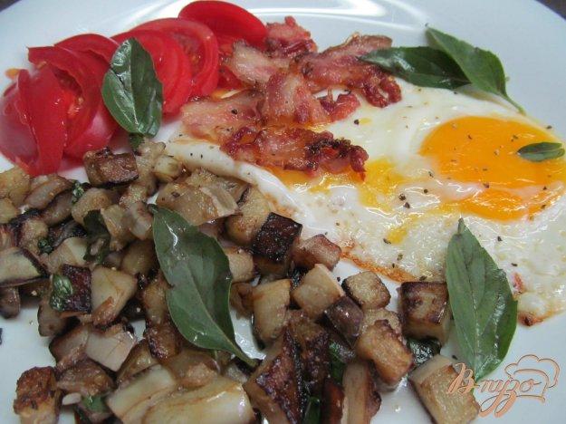 фото рецепта: Блюдо на завтрак из баклажана с яйцом