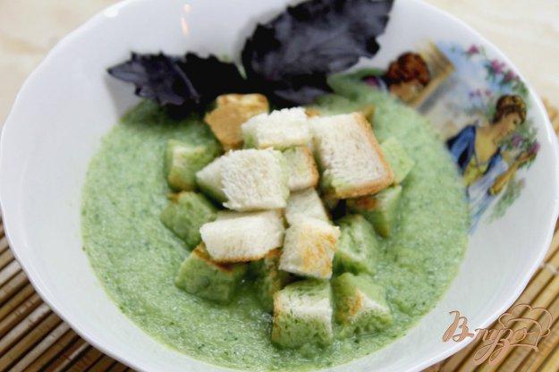 фото рецепта: Сливочный крем - суп из огурца и крутонов