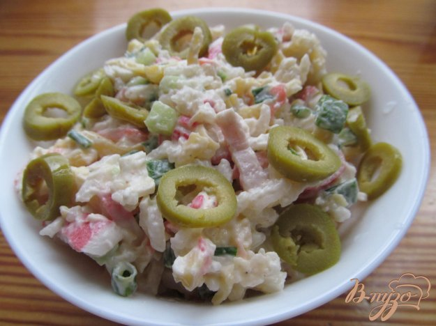фото рецепта: Салат из крабовых палочек и имбирем