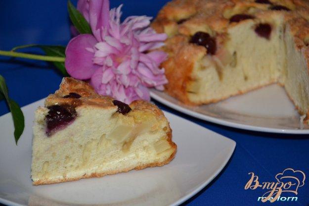 фото рецепта: Пирог с грушами и черешней