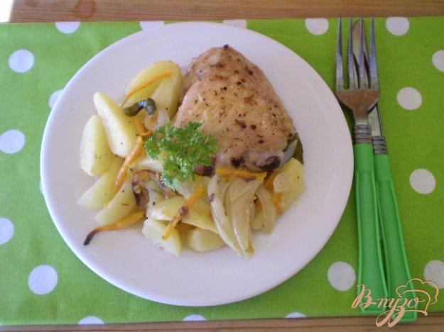фото рецепта: Запеченные бедра с овощами в духовке