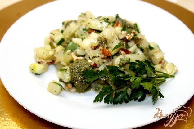 фото рецепта: Кабачки с грецкими орехами и соусом Песто