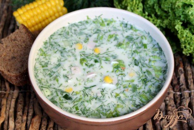 фото рецепта: Окрошка с куриной ветчиной и кукурузой