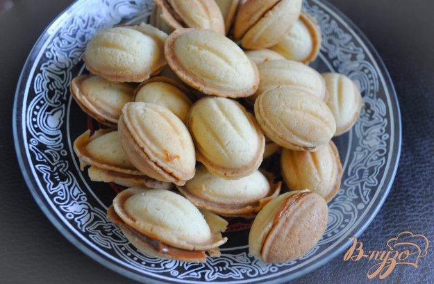 фото рецепта: Орешки со сгущенкой