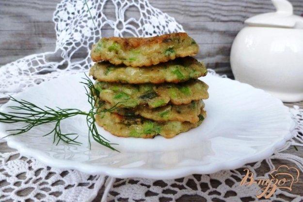 фото рецепта: Оладушки из зеленого лука