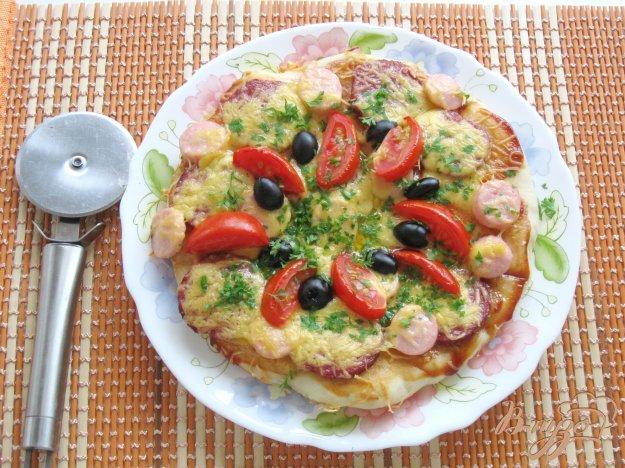 фото рецепта: Пицца с колбасой и сосисками