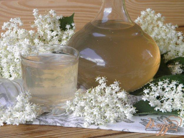 фото рецепта: Узвар из цветков черной бузины и крыжовника