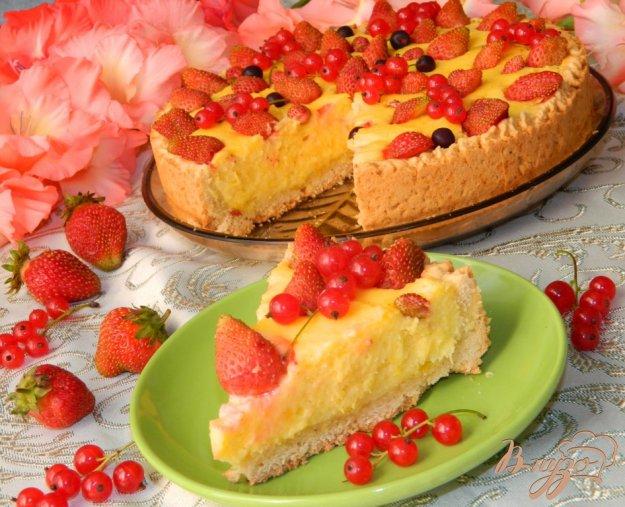 фото рецепта: Сырно-лимонный пирог со свежими ягодами
