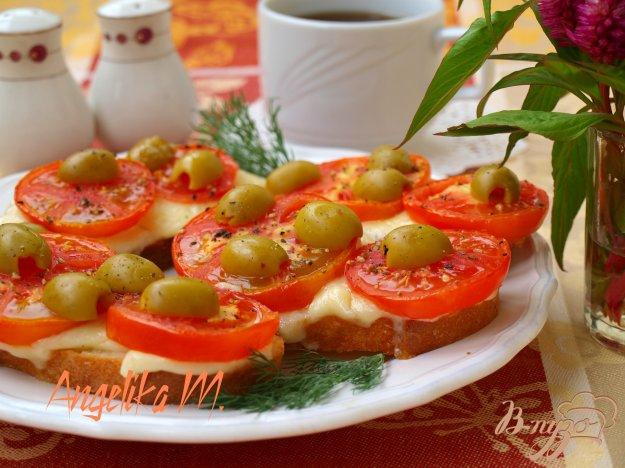 фото рецепта: Горячие бутерброды с помидорами и сыром