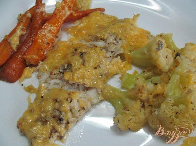 фото рецепта: Сибас с овощами под сырной корочкой