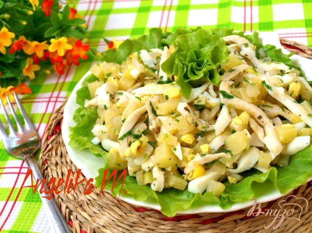 фото рецепта: Салат с консервированными кальмарами