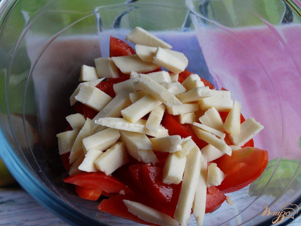Фото приготовление рецепта: Теплый салат с баклажанами и адыгейским сыром шаг №3