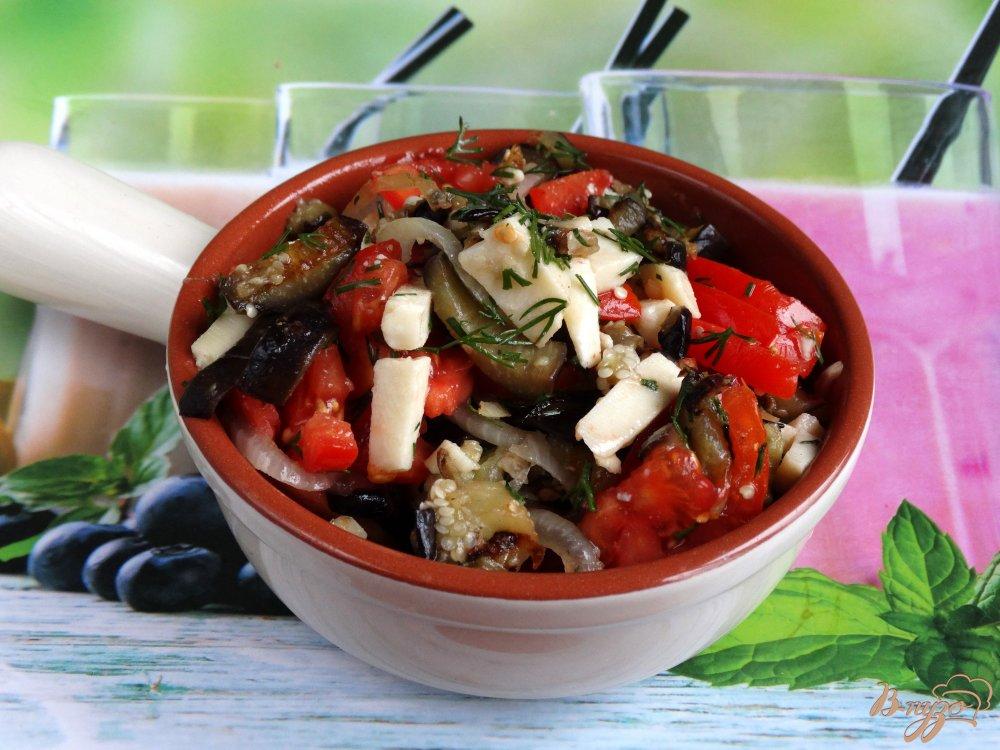 Фото приготовление рецепта: Теплый салат с баклажанами и адыгейским сыром шаг №6