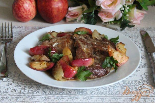 фото рецепта: Свинина с карамелизированными яблоками
