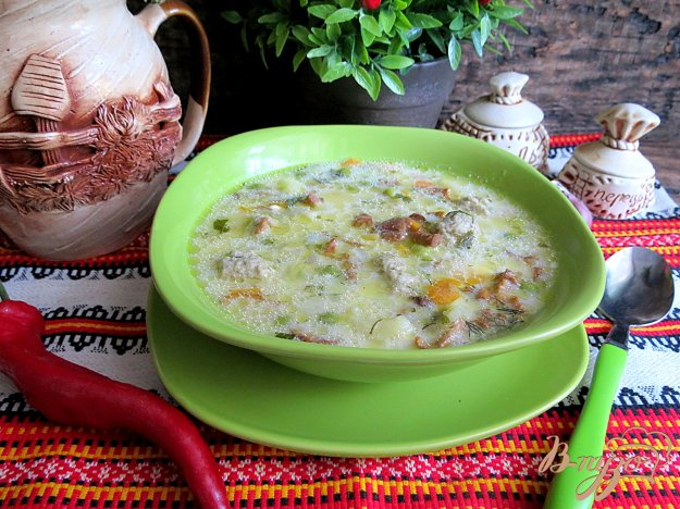фото рецепта: Суп с фрикадельками, лисичками и сырками