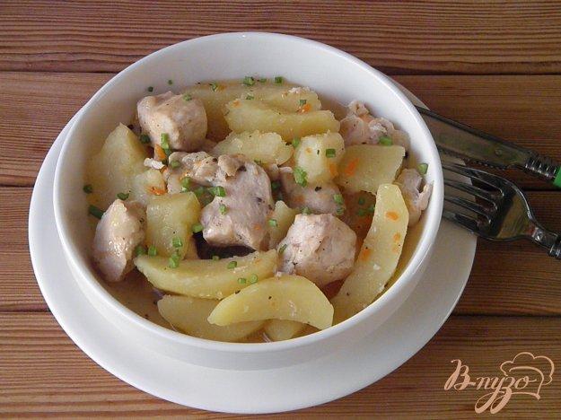 фото рецепта: Курица с картошкой в мультиварке