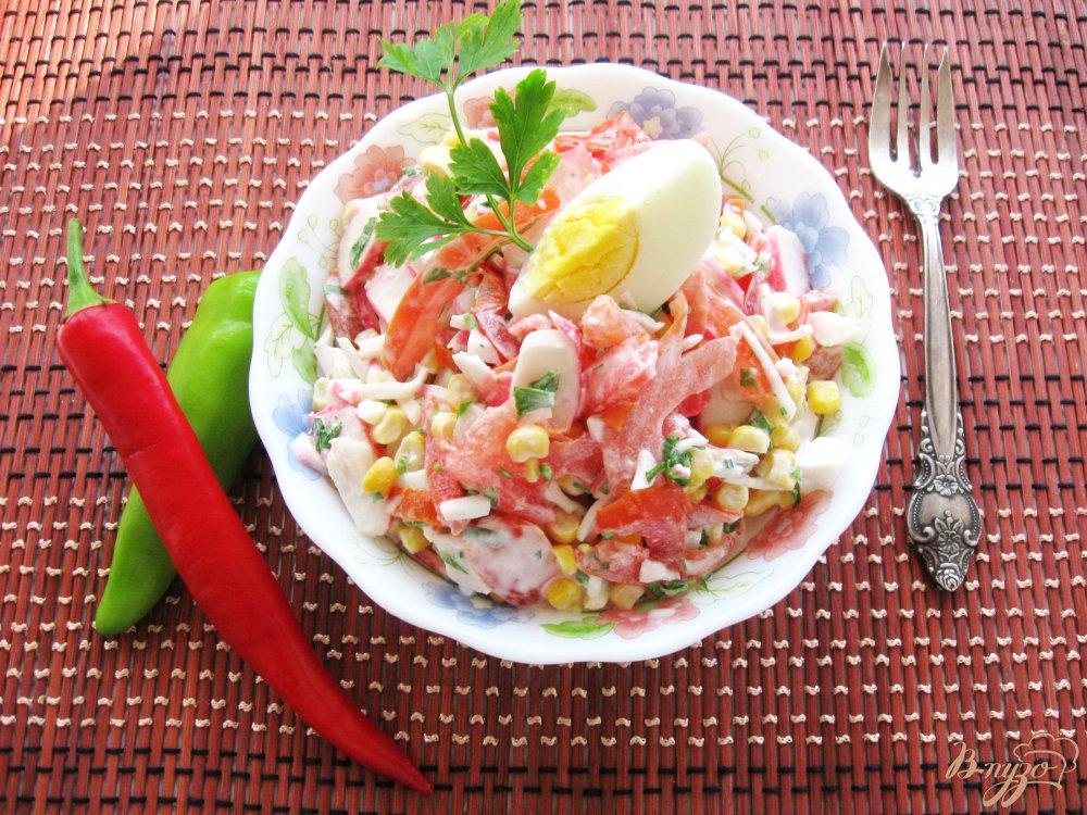 Вкусный салат с кукурузой и крабовым мясом