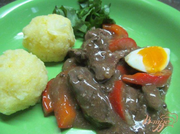 фото рецепта: Куриная печень с красным перцем под соевым соусом