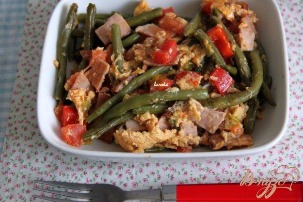 фото рецепта: Зеленая фасоль с ветчиной, овощами и яцами