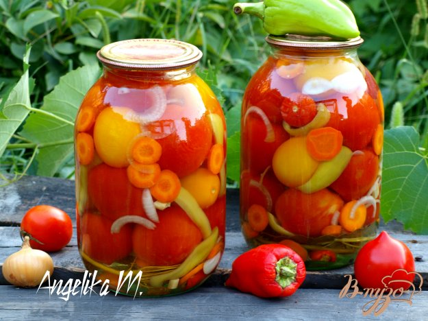 фото рецепта: Ассорти из помидоров на зиму