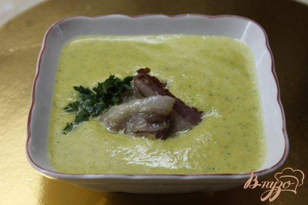 фото рецепта: Крем - суп из кабачка с беконом
