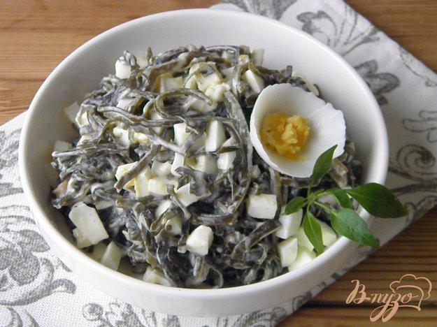 фото рецепта: Салат из ламинарии с яйцом