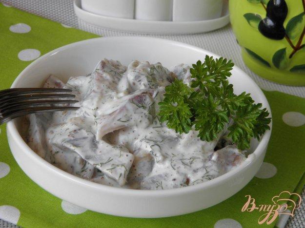 фото рецепта: Селедочка в сметане с чесноком