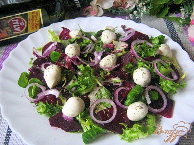 фото рецепта: Свекольный салат с мини-моцареллой
