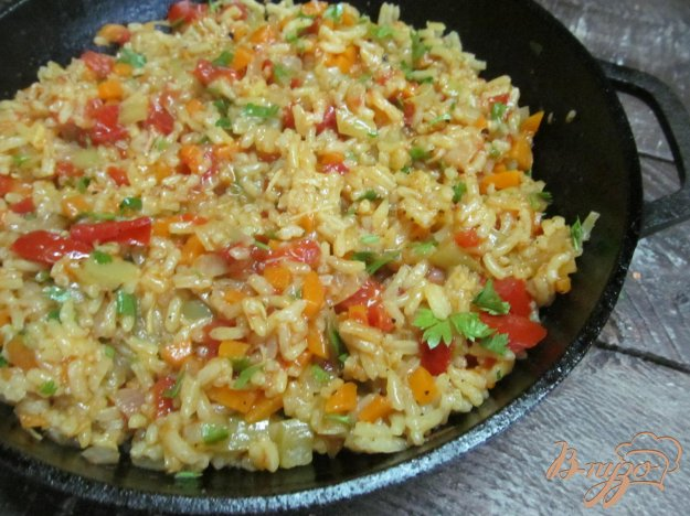 фото рецепта: Тушенный рис с помидором
