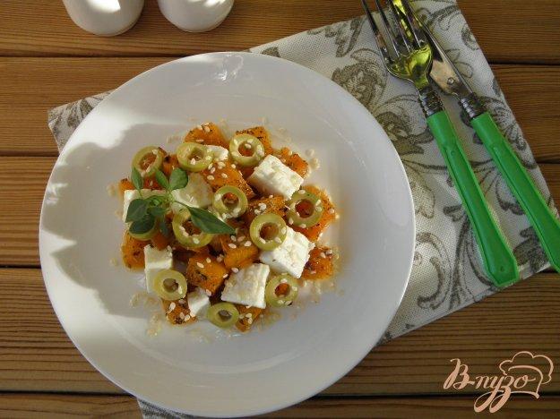 фото рецепта: Салат с брынзой, тыквой и оливками
