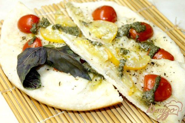фото рецепта: Фокачча с помидорами черри в мультиварке