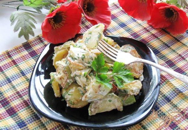 фото рецепта: Салат из жареных кабачков и картофеля