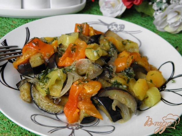 фото рецепта: Салат из баклажанов с печеным перцем и чесноком