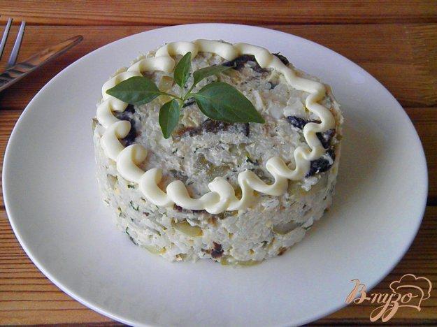 фото рецепта: Куриный салат с черносливом