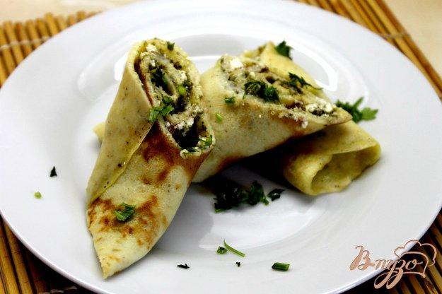 фото рецепта: Кабачковые блины с фетой и соусом песто