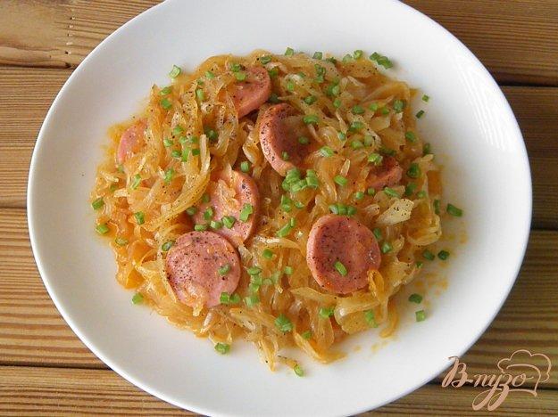 фото рецепта: Тушенная квашеная капуста с сосисками