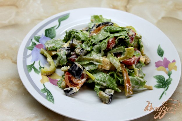 фото рецепта: Салат с жареными баклажанами, черри и сыром