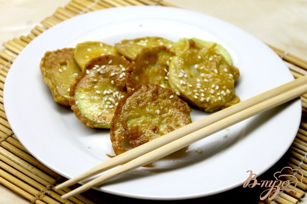 фото рецепта: Жаренные кабачки в кляре с добавлением соевого соуса