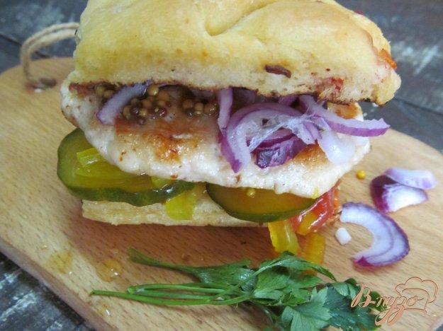 фото рецепта: Сэндвич с куриной котлетой на гриле