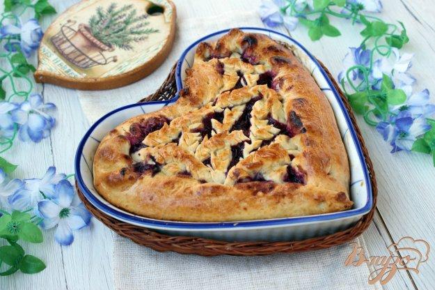 фото рецепта: Пирог с черной смородиной и малиной