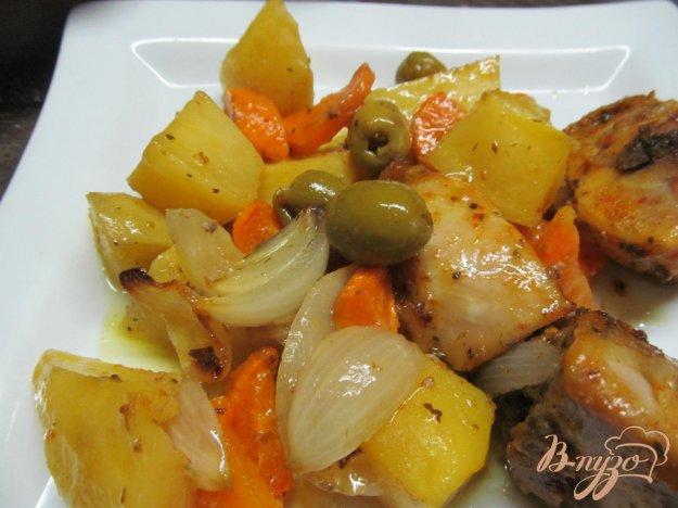 фото рецепта: Запеченная курица с овощами и оливками