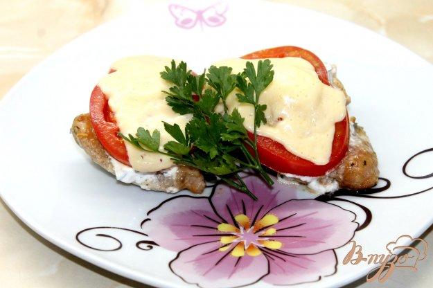 фото рецепта: Куриное бедро с помидорами и сыром