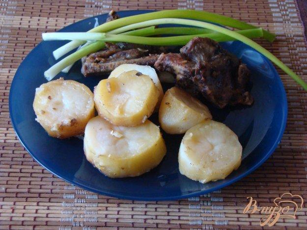 фото рецепта: Запеченные с картофелем мясные косточки