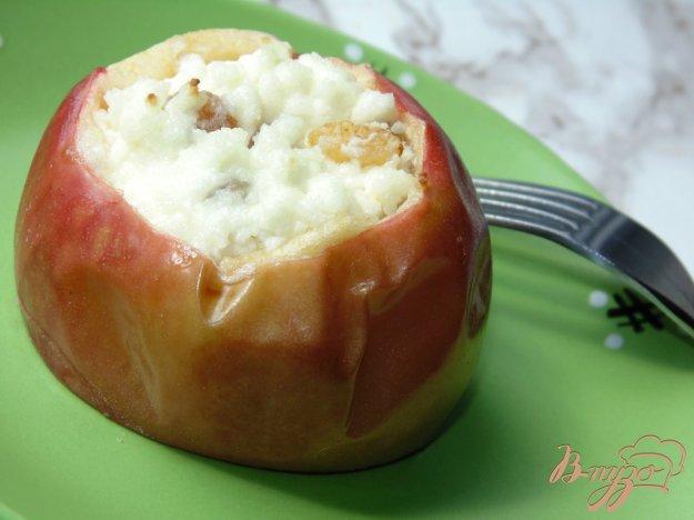 фото рецепта: Яблоки запеченные с творогом и изюмом
