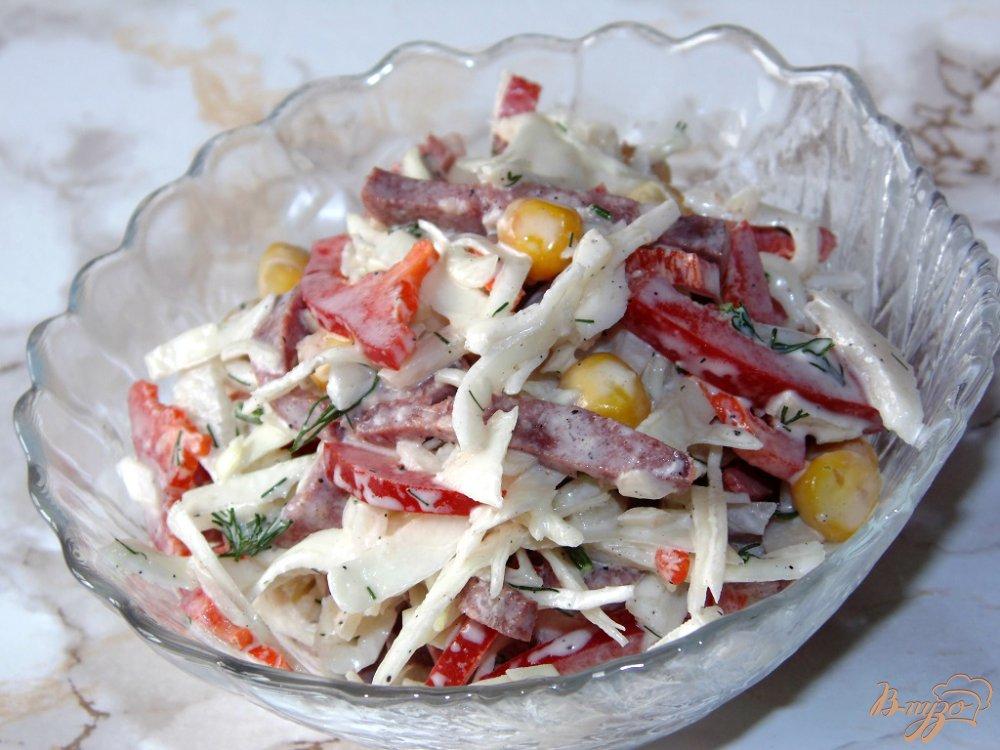 салат из белокочанной капусты и копченой колбасы
