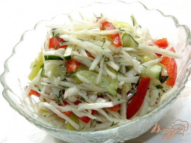 фото рецепта: Капустный салат со сладким перцем и огурцом
